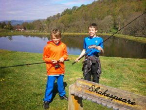 Tri Adventure - Archery, Catch a Fish and Cook it over a fire and build your shelter. 19th & 20th Oct , 9.30 - 3.30pm, £30pp ,Youths 8yrs+ . Lets your kids be WILD & FREE http://www.doitoutdoors.co.uk/t_youth_family.htm#yaw